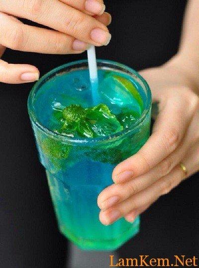 cach-pha-che-cocktail-blue-ocean-tinh-yeu-cua-bien1